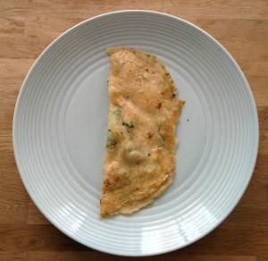 Pannenkoek met broccoli, geitenkaas en pijnboompitten