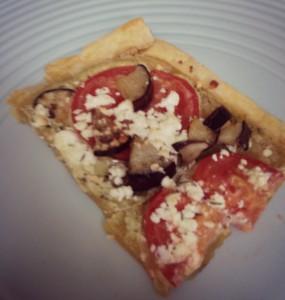 Plaattaart met aubergine, tomaat en geitenkaas