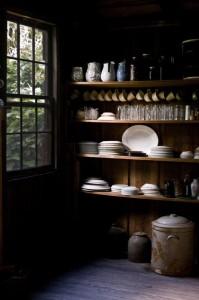 Donkere sfeer houten planken in de keuken