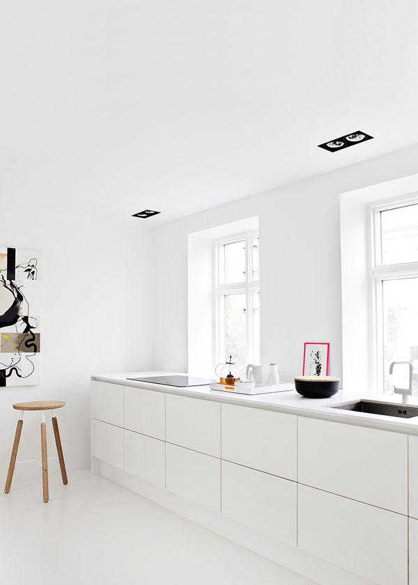 10x simple white great little kitchen - Witte keukens ...