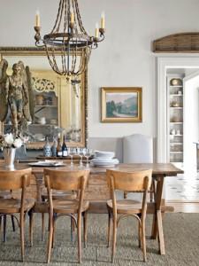 Klassieke houten eetkamer