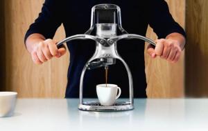 ROK espresso in gebruik