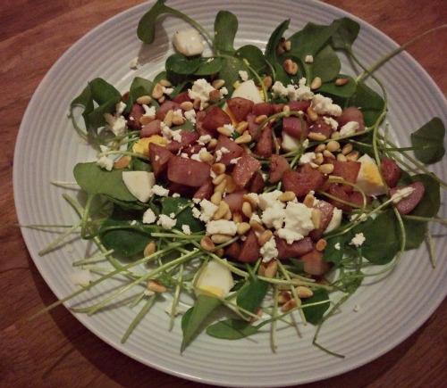 Winterpostelein salade met geitenkaas en rode aardappel
