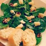 Spinaziesalade met blauwe kaas en peer