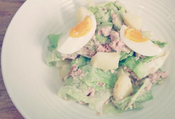 tonijnsalade met aardappel en ei