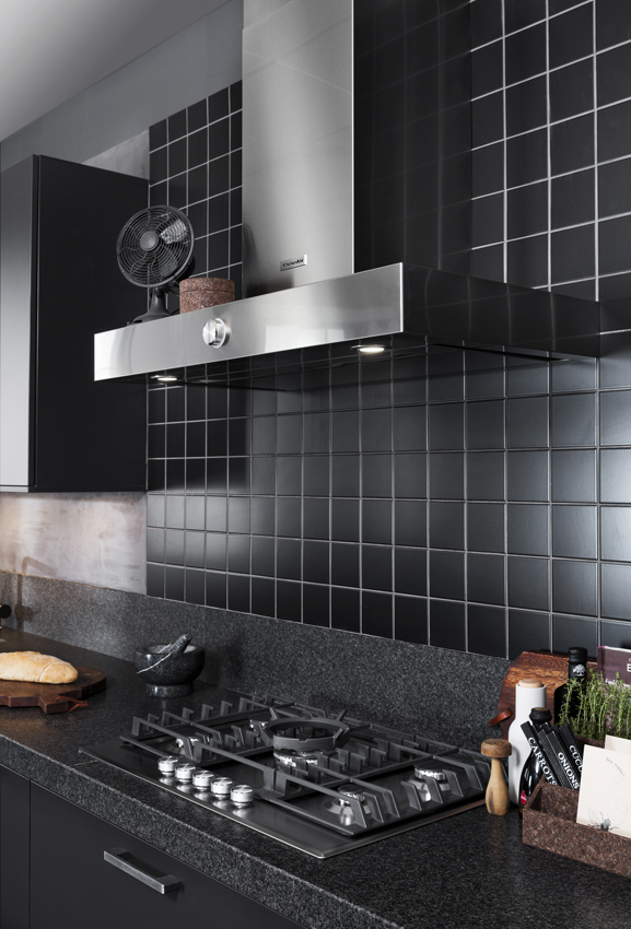 Black is hot: een zwarte keuken   great little kitchen