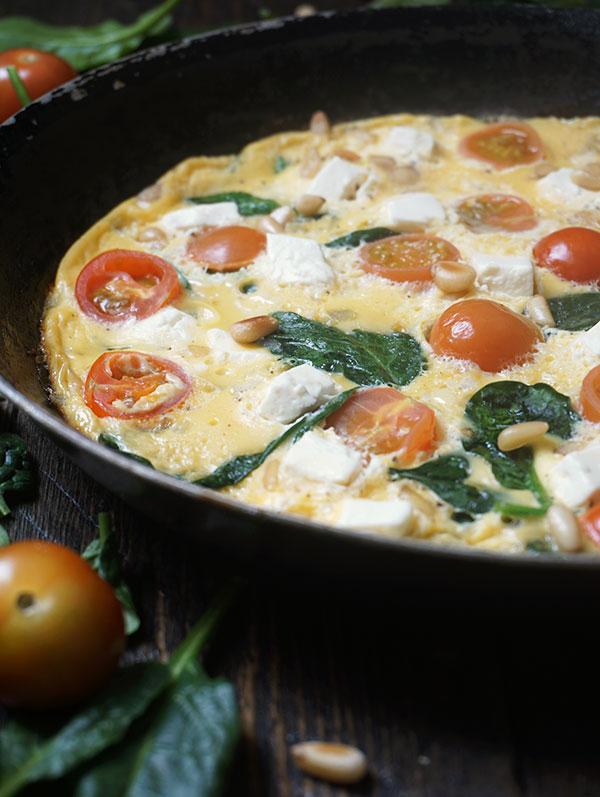 Omelet met spinazie en cherrytomaten e