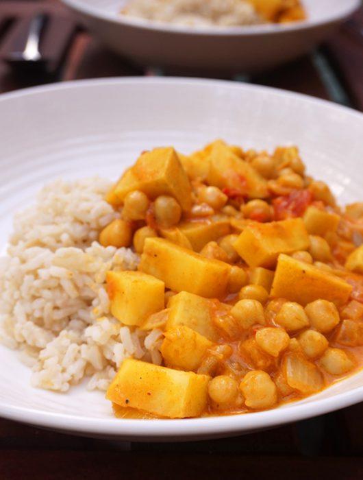 zoete aardappel curry met kikkererwten