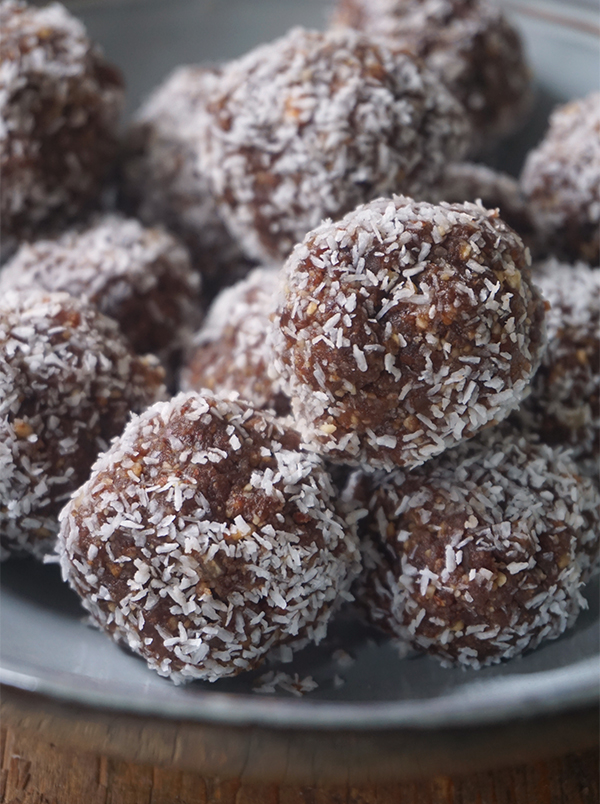 Dadelballetjes met kokos